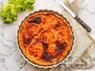Киш с пълнеж с домати, чесън, лук и пармезан